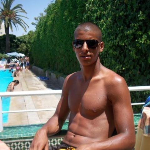 marocainsah  fête aujourd'hui ses 26 ans, pense à lui offrir un cadeau.Hier à 10:28