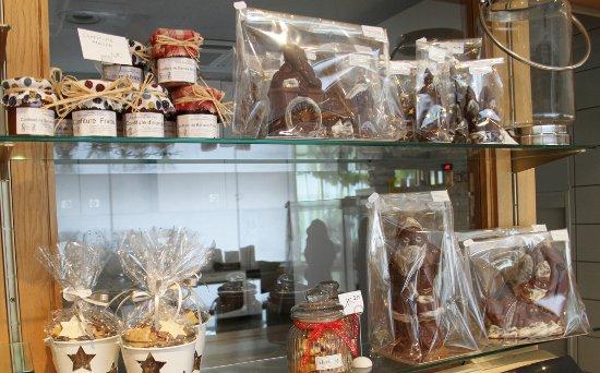 D coration et petits cadeaux la boulangerie viennoiserie p tisserie hertzog - Decoration boulangerie patisserie ...