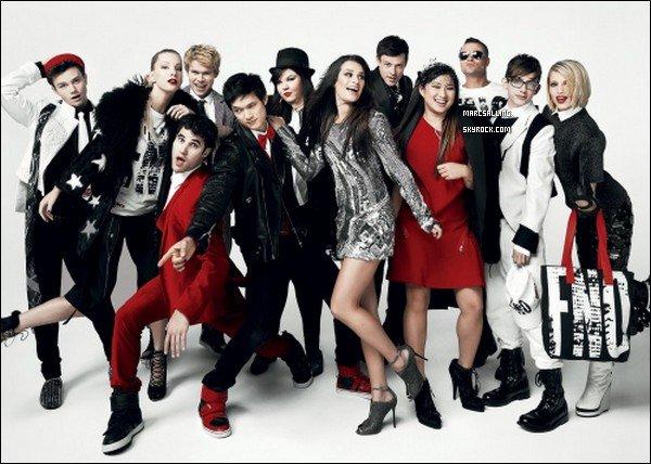 . Mark et le Glee Cast, presque au complet, puisqu'il manque Amber Riley et Naya Rivera, posant pour le magazine Vogue. .