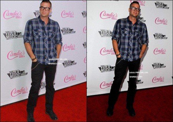 . 28/08/2011 - Mark à l'after party des MTV Music Awards où il à profité pour poser avec la magnifique Vanessa Hudgens. .
