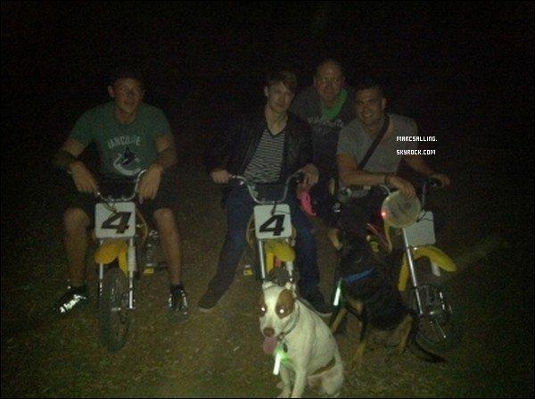 . Le 17 Août, Mark, Cory Monteith et Chord Overstreet étaient allés faire de la moto à l'occasion de son anniversaire. .