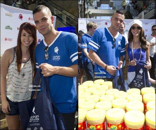 . 27/08/2011 - C'est sous un magnifique ciel bleu que Mark a participé à une action contre la faim organisée par ConAgra Foods . Tenue simple, comme d'hab, mais j'adore ! Et vous ? .