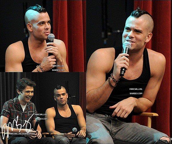 . 26/10/2011 - Mark et les acteurs du Glee Cast ont assisté à leur 300 performances musicales. La chanson préférée de Mark est Defying Gravity. Et cous ? Quelle(s) est votre chansons préféré ? .
