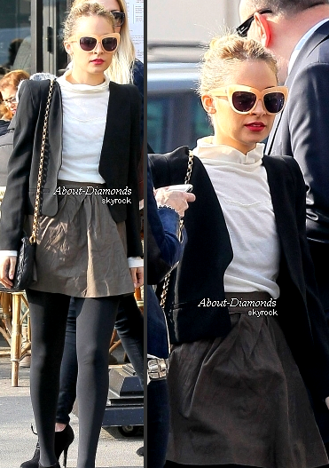 .MARCH 3RD, 2011 - NICOLE, ON THE STREETS OF PARIS , GOING TO EAT AT CARETTE WITH STYLIST SIMONE HAROUCHE .