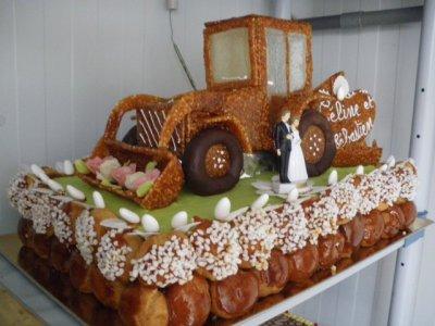 pour vos anniversaire ou vos mariage le tracteur de patisserie regis