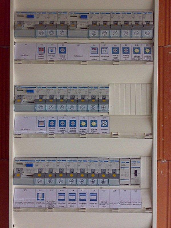 Tableau electrique hager blog de electricien62 - Remplacer porte fusible par disjoncteur ...