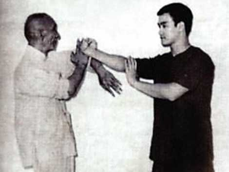 "Wing Chun ""technique des mains collantes"""