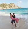 """*INSTAGRAM — Stephen Amell déclare son amour à sa femme sur les réseaux sociaux.   A l'occasion du 3éme anniversaire de mariage de Stephen Amell et Cassandra Jean, celui-ci lui a déclaré son amour via les réseaux sociaux: """"   Je voulais prendre un moment et publiquement exprimer mon amour et ma gratitude pour la meilleure partenaire, une personne à laquelle je pouvais demander. Il y a 3 ans et 1 semaine Cass et moi nous sommes mariés sur la plage du Gouverneur devant le ministre de St. Barth, mon ami Drew et un photographe, sa femme Jenny. Aujourd'hui nous sommes de retour et jusqu'ici avec un peu plus d'aventures. Elle est une conjointe exceptionnelle et un parent intrépide. Je ne pouvais rien demander de plus et je ne pouvais l'aimer plus que je le fais. Alors. """" - Traduction approximative."""