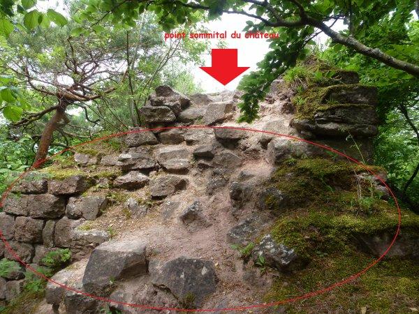 131425 - les ruines grêleuses du château