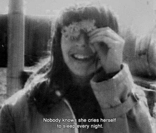 Le visage terrassé par les larmes, tu te promet qu'un jour tu seras forte.