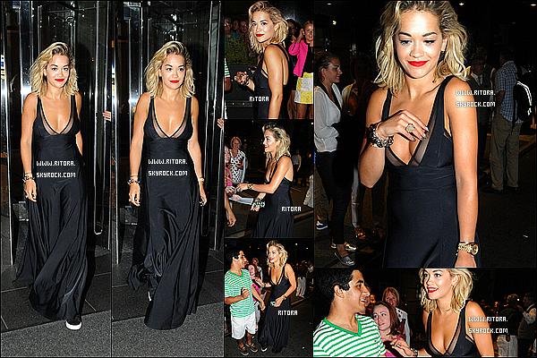 - 31/07/2013 : C'est toute en noir que Rita a été aperçu alors qu'elle sortait de son hôtel à New York. -