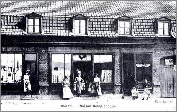 AUCHEL 62 - 3 anciens commerces - Il s'agit d'une photo largement diffusée, en carte postale, dans des revues et livres