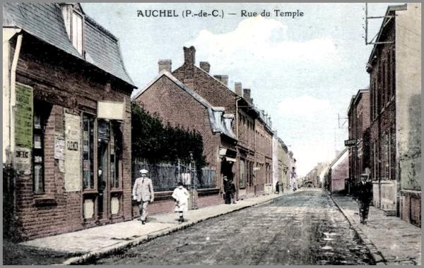 AUCHEL (62) - La rue du temple il y a bien longtemps .