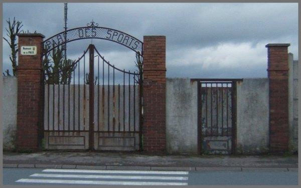 AUCHEL L'école Sévigné - La maternité - et une vue générale église, cité du 3, terrils