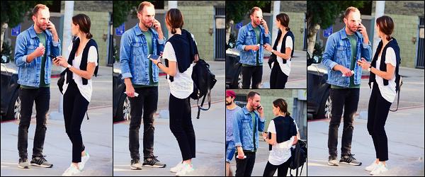 14/09/17 -  Phoebe Tonkin a été photographiée sortant du cinéma californien   Arclight dans Los Angeles. Comme d'habitude, très peu de photos disponibles... Mais cette fois elles ne sont même pas prise d'un bon angle ! Côté tenue, petit bof