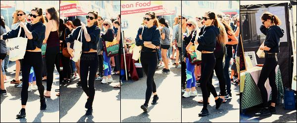 08/04/18 - Dans la journée, Phoebe Tonkin a été faire des courses à Farmers Market, - dans Studio City. Rendez-vous habituel de Phoebe ! Notre belle brune ne s'était pas pris la tête au niveau de cette tenue, mais j'aime plutôt bien, un top !!