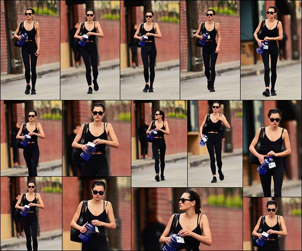19/04/18 - L'australienne Phoebe Tonkin a été aperçue après sa séance de gym dans Los Angeles, -Calif. Bizarrement je trouve ce candid vraiment joli, c'est un plaisir de le poster +Retrouvez The Originals, nouvelle saison toutes les semaines