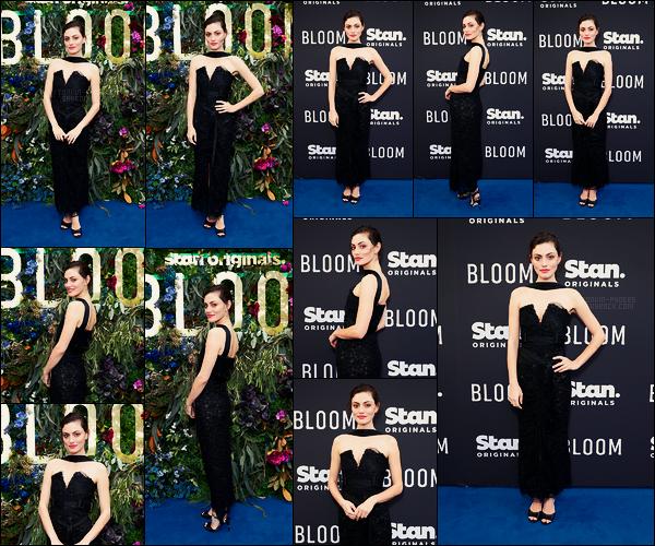 28/11/18 - La brunette Phoebe Tonkin était à l'avant première de sa nouvelle série   Bloom  dans -  Sydney. Je trouve qu'il y a un problème de modernité avec sa robe mais elle est tout de même toute jolie. Hâte de découvrir cette nouvelle série?