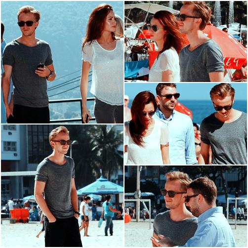 Tom Felton visite le Belvédère Dona Marta et la plage de Copacabana