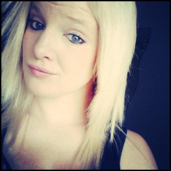 ~ On utilise le sourir pour résoudre des problèmes, et le silence pour les éviter. ~