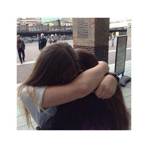 ❣ Tag n°1: Qui de nous deux Carla et Clara ❣