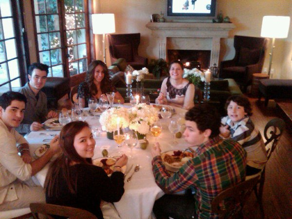 "Twitter Denise Jonas ""Happy Thanksgiving to everyone! Love this Family ♥ """
