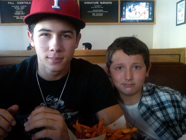 "Photo du twitter de Frankie ""Thanks for lunch @nickjonas """