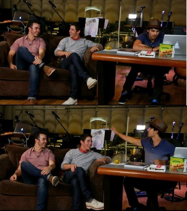 28.09.2012 Photos + Vidéos du live chat des Jonas Brothers