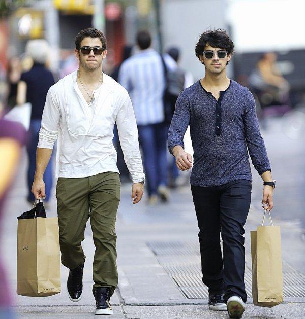 06.10.2012 Nick & Joe sont allés manger au restaurant la Esquina puis sont ensuite aller faire du shopping
