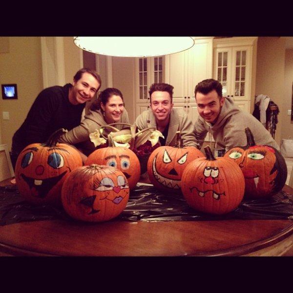 Photos Intagram de Joe (tattouage), Instagram de Danielle, Instagram de Mike (frère de Danielle)+Kevin et Danielle qui achètent des citrouilles + Nick et un fan