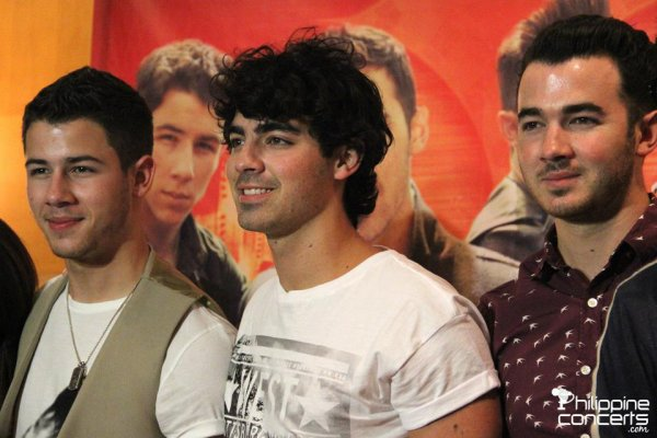 18.10.2012 Press conference des Jonas Brothers + Photos des répétitions