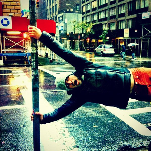 30.10.2012 Nick & Joe dans les rues de de New-York après l'ouragan Sandy + Photo Intagram de Joe et Danielle