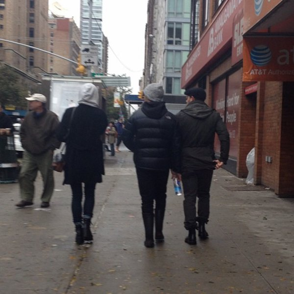 30.10.2012 Nick & Joe dans les rues de de New-York après l'ouragan Sandy + Photo Intagram de Joe et Danielle