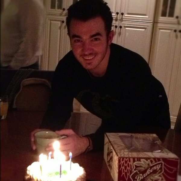05.11.2012 Happy Birthday Kevin  + Photo Instagram Danielle