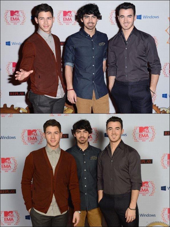 11.11.2012 Les Jonas Brothers sur la Red Carpet des EMA en Allemagne