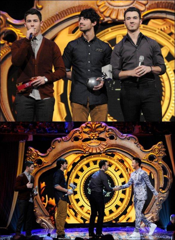 11.11.2012 Les Jonas Brothers pendants les EMA en Allemagne