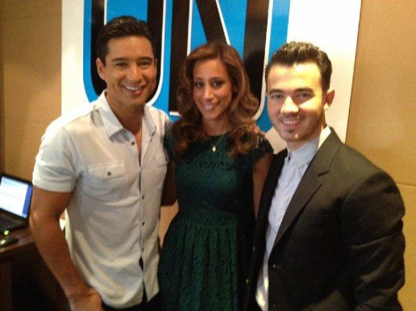 24.11.2012 Kevin & Danielle à la radio pour parler de leur mariage, du nouvel album des Jonas Brothers et Married To Jonas