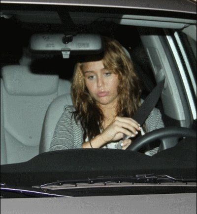 Miley Cyrus provoque un aciident de voiture !!!!!