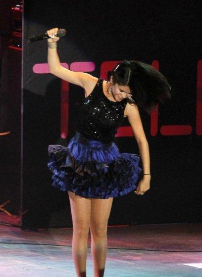 Selena Gomez une vraie bete de scene !!!!!
