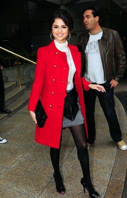 Selea Gomez : elle s'est prise pour une Lady Anglaise !!!!