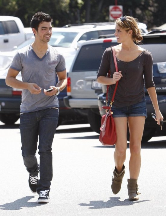 Joe Jonas et Ashley Greene : Fiancés ?