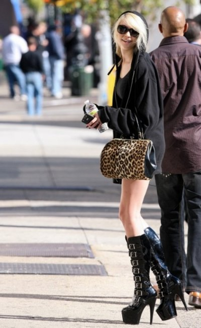Taylor Momsen : et ses platform shoes !