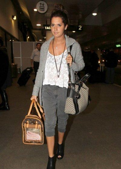 Ashley Tisdale trop jolie tout en gris !!!!