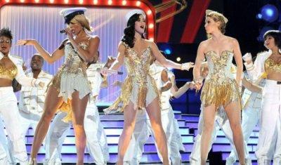 Katy Perry : elle donne un concert de diva pour les militaires !!!!