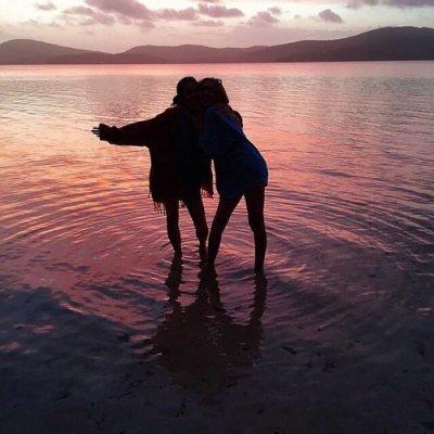 La véritable amitié ce n'est pas d'être inséparables, mais d'être séparés et que rien ne change.