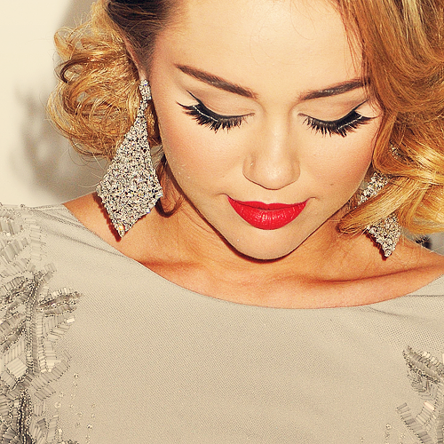 C'est Miley Cyrus, ok, mais juste..GROS coup de coeur. A couper le souffle.