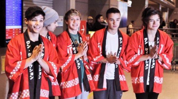 #17/01 Il débarquent au Japon en kimonos et créent l'hystérie !