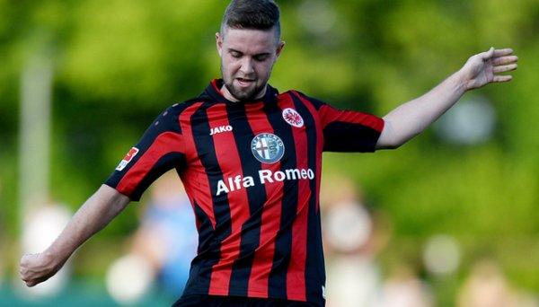Eintracht Francfort : Stendera prolonge