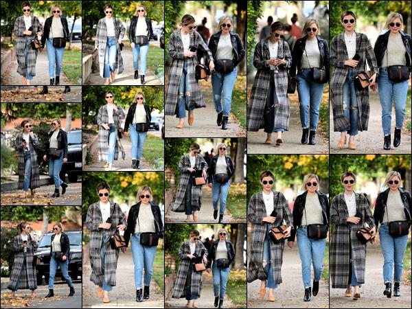 .09/12/2018 - La belle Lucy Kate Hale a été aperçue dans les rues de la ville de Los Angeles avec son amie Annie. Top! J'adore la tenue de notre magnifique actrice Lucy Kate Hale elle est vraiment super et toi t'en penses quoi un top ou bien un flop ?! .