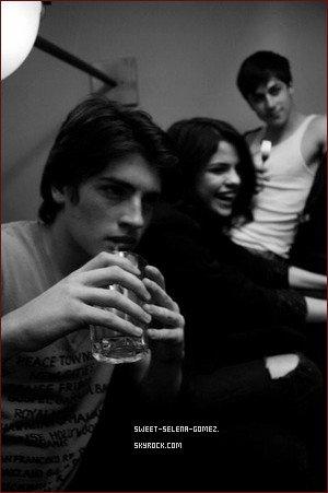 Rare photo  de Ashley Benson, Ashey Cook et Selena.
